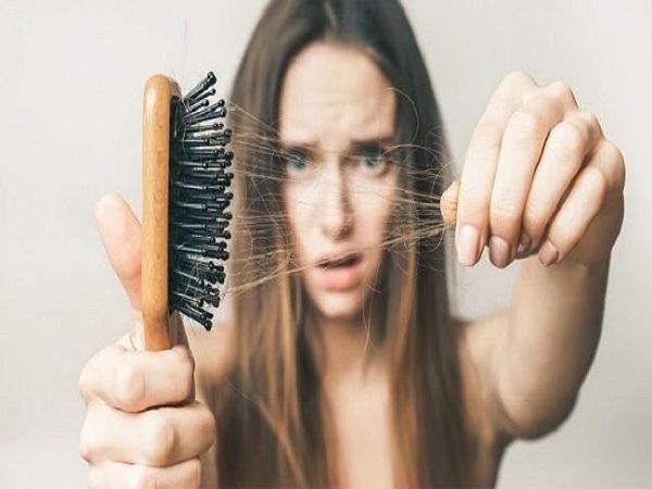Mơ thấy tóc rụng có điềm báo gì? đánh con số nào?