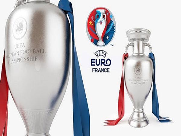 Giải bóng đá Euro mấy năm tổ chức 1 lần?
