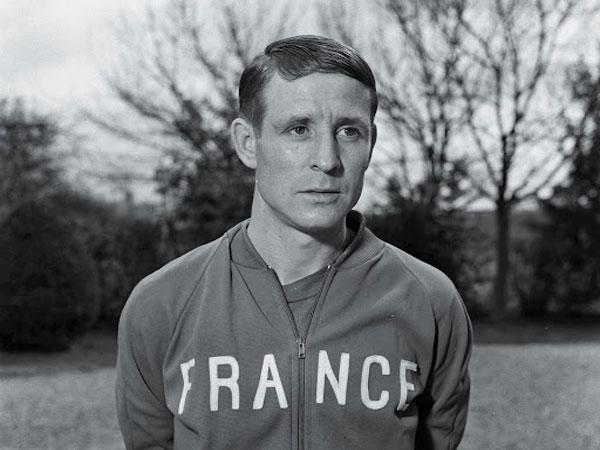 Huyền thoại Kopa là cầu thủ bóng đá chuyên nghiệp mang quốc tịch Pháp