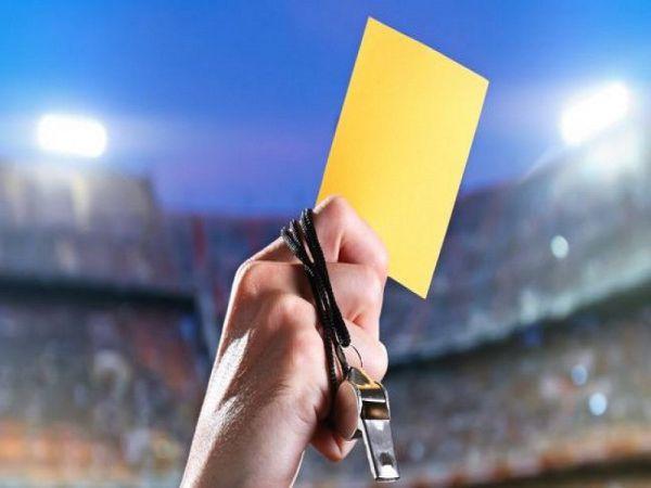 Thẻ vàng là gì? Khi nào phải nhận thẻ vàng trong bóng đá